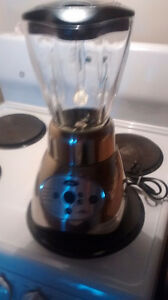 LIKE NEW OSTER BLENDER