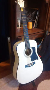 Selling a beautiful white Hyburn guitar in mint condition