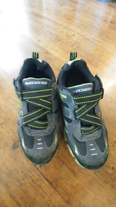 Sketchers size 5 Boys sneakers