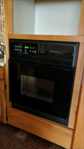 Cupboard inlay Oven in Good Condition