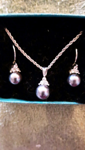 Necklace and pierced earrings set