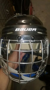 Bauer 4500 hockey helmet with cage - size M