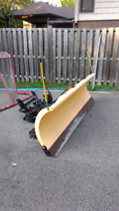 9' low usage snow plow/ Gratte neige 9' peu d'usage