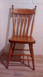 Solid oak table and 8 chairs London Ontario image 3
