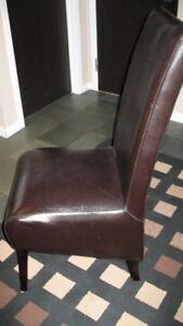 Chaises en cuir