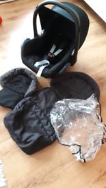 Maxi cosi car seat, maxi cosi rain cover and cosy toes. Hardly used