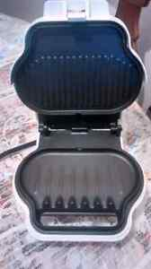 GRill marque George Foreman comme neuf  en bonne condition model
