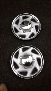 Clip-on Chrome Ford Hubcaps