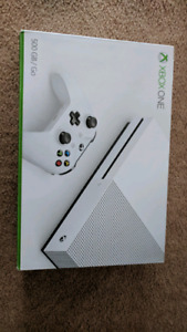 Like New Xbox One S w/4 games