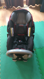 stroller carrier carseat deals locally in ottawa baby items kijiji classifieds page 10. Black Bedroom Furniture Sets. Home Design Ideas