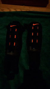 Men's Medium Nike shin pads for soccer or football