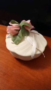 Ceramic jewelry/jewellery box storage holder, with flower