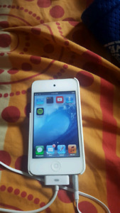 IPOD Touch GENERATION 32gb Great Condition