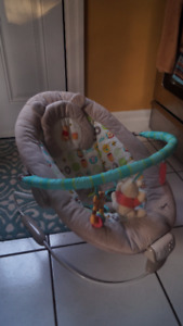 Winnie the Pooh Vibrating Baby Seat / Bouncer
