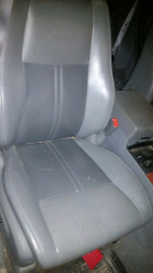 05 Jeep Grand Cherokee Front Seats