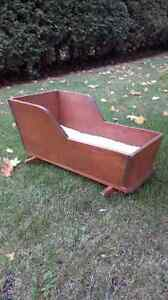 Old pine baby cradle. Kitchener / Waterloo Kitchener Area image 1