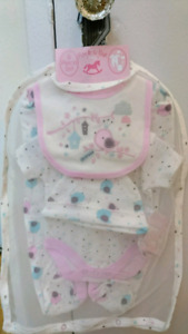 Brand new 5 Piece Set Baby Clothes