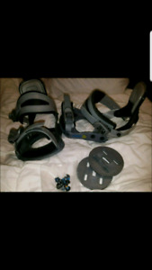 DIVISION 23 SIZE MED. SNOWBOARD BINDINGS SIZE & HARDWARE