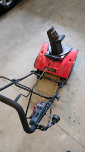 King Canada 13 Amp 18 in electric Snow Thrower