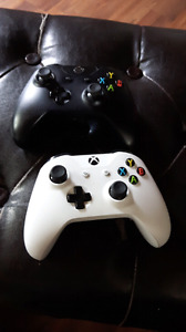 Xbox one 4 games 2 wireless controllers
