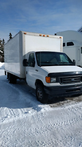 Camion cube Ford 16 pieds