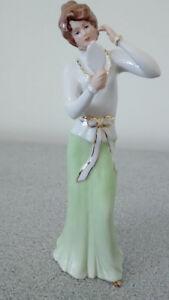 Figurine  Royal Dux  22195 by Fuksova femme tenant miroir