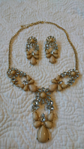 Vintage style necklace and earrings
