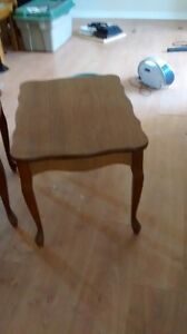 2 solid wood end tables Kingston Kingston Area image 2