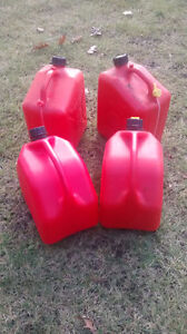 Gas containers (10L / 2gallon) Kitchener / Waterloo Kitchener Area image 2