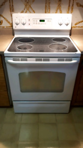 Ge oven.  Self cleaning .  Small dent   $250 OBO