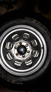4 Mickey thompson rims 17''  with 265 70 17 tires