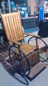 Fauteuil roulant antique