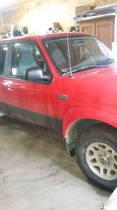 Mazda B4000 2003  3200 négo