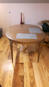 Table, 4 chairs, 2 extensions