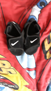 Size 6 Nike sandals