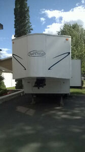 RV 5TH WHEEL CAMPER TRAILER LIKE NEW/ RV REMORQUE 5E ROUE CAMPER