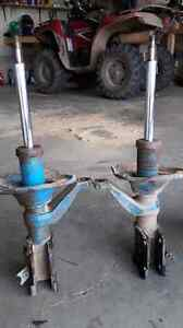 Used tokico blue struts for 2001 _2005acura or civic 60 both