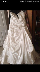 Changed my mind about the brand new wedding dress size 24