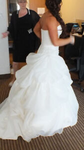 Beautiful Wedding Dress - Size 8