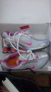 Nike SHOX  and king size air mattress for sale
