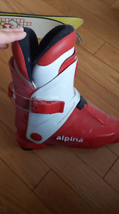 Kid's ski boots and skis with bindings