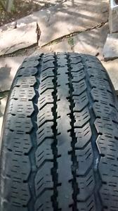4 pneus d'été LT 245-70-R17 (M&S)