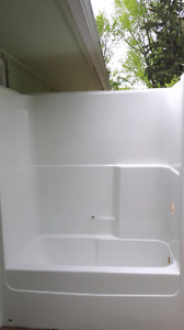 Kohler 1 Piece Seamless Bath Surround