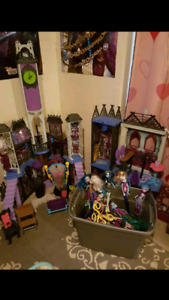 Doll houses, dolls and playsets
