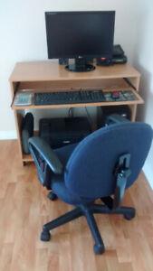 Bureau d'ordinateur avec chaise pour ordinateur