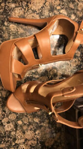 BRAND NEW - Jessica Simpson brown heels with gold front zipper