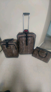 Tracker luggage set
