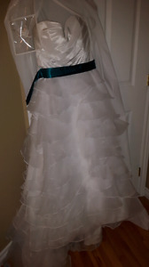 Wedding dress - size 10 (with alteration)