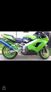 2000 Kawasaki Ninja ZX9R $3200 Firm last chance to buy