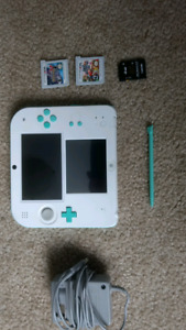 Nintendo 2DS - with 2 awesome Games + 1 on the internal drive